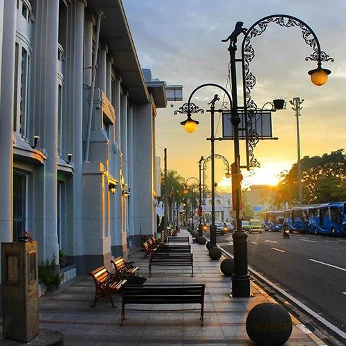 Tiang Lampu Jalan Kota (PJU) Antik